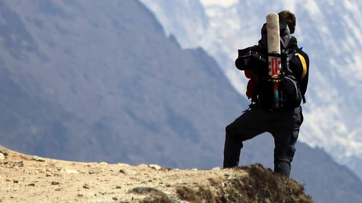 Le Népal prévoit des cartes SIM gratuites pour les randonneurs solitaires