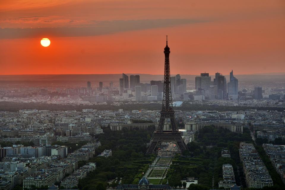 Comment rencontrer des gens tout en voyageant en solo en France